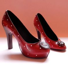 Chocolate+ polka dots + shoes = LOVE! From our Ecole Chocolat graduate Roselen Chocolatier