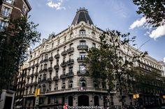 El distrito más caro de España | Bienvenidos a barrio Salamanca  NUEVA ENTRADA http://barriosdemadrid.net/?p=2105  Actualmente, es el barrio en el que el precio de la vivienda es el más elevado: de media se puede llegar a pagar 1.300.000 euros, y una de las principales zonas de negocios de Madrid: en ella se dan cita los más poderosos bancos y los más importantes bufetes de abogados del país.  © http://barriosdemadrid.net/?p=2105 #Madrid #Lujo #Fotografía #Arquitectura #BarrioSalamanca