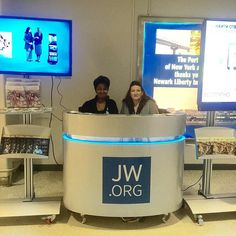 Airport witnessing at the Newark International Airport in the US. Photo shared by @chava0805