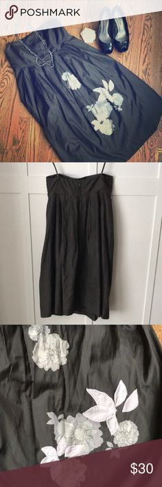"""Strapless Midi w/Floral Accent No stains or flaws. 31"""" from underarm to hem.  Check out the rest of my closet to bundle and save! GAP Dresses Midi"""