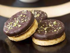 Schoko-Pistazien-Kekse Light chocolate and pistachio biscuits Recipe Christmas Sweets, Christmas Baking, Xmas, Kolache Recipe, Pistachio Recipes, Biscuits, Cake & Co, Sweet Pastries, Dessert Bowls