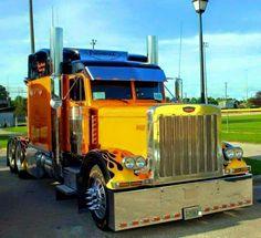 the stacks on this beautiful Peterbilt Heavy Duty Trucks, Big Rig Trucks, Semi Trucks, Cool Trucks, Custom Big Rigs, Custom Trucks, Customised Trucks, Peterbilt 379, Peterbilt Trucks