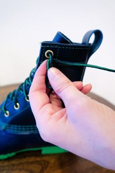 How to Tie Bean Boots - Carly the Prepster Converse Laces, How To Lace Converse, Ll Bean Boots, My Bean, Boat Shoes, What To Wear, Jewelery, Beans, Tie