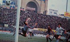 BOLOGNA-GENOA 2-1 1977-78 tredicesima giornata all'88' LIONELLO MASSIMELLI segna il gol del definitivo 2-1 battuto il portiere del Genoa SERGIO GIRARDI