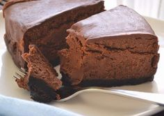 Raw chocolate ganache cake tastes like the creamiest and the best chocolate cake ever. Rich chocolate cream covered with divinely tasty heavy ganache topping, this dessert hits the spot every single time. Raw Vegan Desserts, Vegan Sweets, Healthy Sweets, Raw Food Recipes, Sweet Recipes, Delicious Desserts, Dessert Recipes, Vegan Raw, Dessert Food
