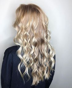 Strawberry Blonde Hair: Light & Dark Highlights and Style Ideas Strawberry Blonde Highlights, Dark Highlights, Blonde Sombre, Blonde Color, Blake Lively, Short Hair Cuts For Women, Short Hair Styles, Bleached Hair, New Hair Colors