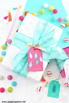 Make sure your presents shine this year with one-of-a-kind DIY Foil wrapping paper made with the Cricut Maker. #cricut #cricutmade #gigglesgalore #gigglesgalorecreates #diy #crafts #wrappingpaper #holidayideas