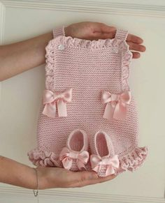 Baby Booties Free Pattern, Baby Sweater Knitting Pattern, Baby Knitting Patterns, Crochet Romper, Baby Girl Crochet, Crochet For Kids, Knitting Dolls Clothes, Knitted Baby Clothes, Easy Beginner Crochet Patterns