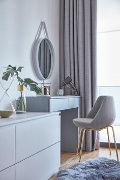 Step Inside an Airy Abode at Newton Road with Bespoke Spaces (pictured) a simple yet functional dressing table/ vanity table | Qanvast #qanvast #dressingtable #vanitytable #singaporecondo #sghomes