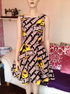 50's Style Jurassic Park Dress with Swing Skirt par sillyoldseadog