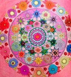 ''Flores'' do livro O Jardim Secreto de Johanna Basford.