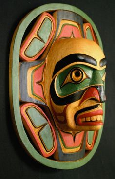 Pacific NW Coast Kwakiutl Moon Mask: The Moon controls the tides and is an important protector and guardian spirit. This mask has been carved from red cedar by Aubrey Johnson. Tiki Maske, Art Inuit, Native American Masks, Art Beauté, Art Populaire, Haida Art, Art Premier, Tlingit, Totem Poles