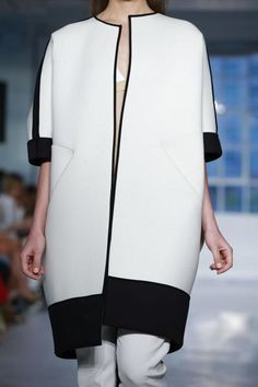 Looks like my new jacket from Topshop Zero Maria Cornejo Ready To Wear Spring Summer 2015 New York Fashion Moda, Runway Fashion, Fashion Show, Fashion Outfits, Womens Fashion, Moda Outfits, Zero Maria Cornejo, Fashion Details, Fashion Design