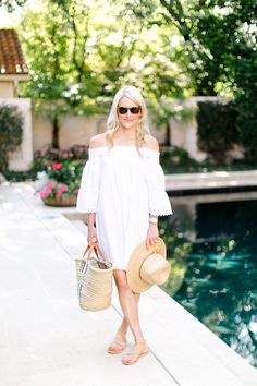 6 ESSENTIALS FOR DAYS BY THE POOL | Luella & June