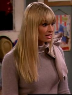 I must have this! Anyone recognise this sweater from 2 Broke Girls?
