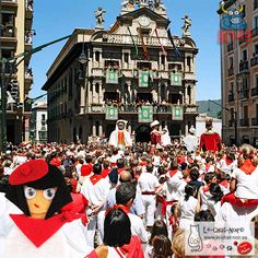 No podía ser de otra forma, hoy look 7 de julio ¡¡Viva San Fermin!! #pamplona #sanfermin #navarra #encierros #ESP #espana #chata #chatasporelmundo #chxm #moda #look #fashion #style #JuntosPodemos #lechatnoir ****************************************  contacto@le-chat-noir.es   https://www.facebook.com/pages/Le-Chat-Noir-Hecho-a-mano/113710975370328 http://instagram.com/lechatnoir_es