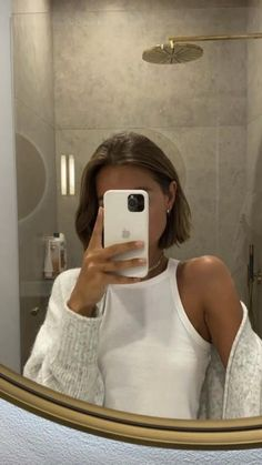 Selfie Fille Blonde, Winter Mode, Grunge Hair, Mode Inspiration, Hairstyles With Bangs, Short Hair Styles, Fashion Outfits, Fashion Women, Fashion Clothes