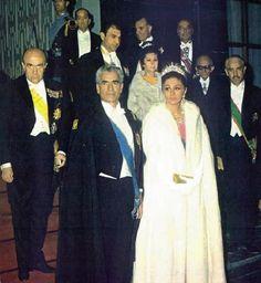 Mohammad Reza Shah & Shahbanu Farah Pahlavi Photo Album 4 – Ahreeman X Farah Diba, King Of Persia, Iran Pictures, Pahlavi Dynasty, The Shah Of Iran, Sassanid, Royal Beauty, Persian Pattern, Persian Culture