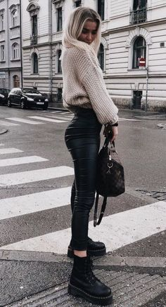 150 Fall Outfits to Shop Now Vol. 2 / 026 Fall Outfits to Shop Now Vol. Page 3150 Fall Outfits to Shop Now Vol. 4 / 171 Fall Outfits to Shop Now Vol. Winter Fashion Outfits, Fall Winter Outfits, Look Fashion, Autumn Fashion, Womens Fashion, Fall Outfits 2018, Fashion 2018, Fashion Boots, Trendy Fashion
