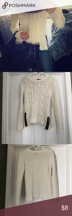 White cable knit sweater with black zipper detail Cozy white cable knit sweater with black zipper deals at the bottom. Love this sweater! Some minor pilling on inside of sleeves, otherwise in good condition. Size small; fits true to size. H&M Sweaters Crew & Scoop Necks