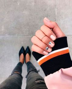 Opting for bright colours or intricate nail art isn't a must anymore. This year, nude nail designs are becoming a trend. Here are some nude nail designs. Nude Nails, Gel Nails, Acrylic Nails, Nail Polish, Minimalist Nails, Nail Designs Spring, Nail Art Designs, Nails Design, Evil Eye Nails