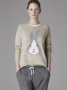 Pull lapin - Nouveautés - France [Having raised Dutch rabbits as a hobby when I was a young girl, I am partial to this! Jumper, Man Sweater, Vogue, Mode Style, Sweater Weather, Pull, Trends, My Wardrobe, Pretty Outfits