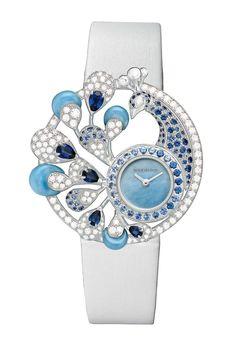 Boucheron- Ajourée Hera, este reloj arquitectónico que combina volúmenes con vacíos, diamantes con zafiros.