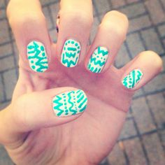 Zig zags and polka dots Love Nails, How To Do Nails, Pretty Nails, My Nails, Mani Pedi, Nail Manicure, Manicures, The Art Of Nails, Nail Mania