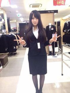 画像 : 【厳選画像!】美人OL【素敵!】 Beautiful Office Lady マニア - NAVER まとめ Office Outfits Women, Casual Outfits, Work Outfits, Pencil Dress, Peplum Dress, Office Ladies, Ao Dai, Office Fashion, Skirt Suit