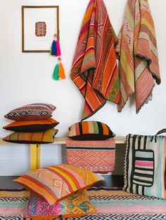 Bohemian Home Accessories Textiles - Decorating with Peruvian Textiles. Décor Boho, Bohemian Living, Bohemian Style, Beautiful Houses Interior, Beautiful Homes, Home Interior, Interior Decorating, Interior Ideas, Peruvian Textiles