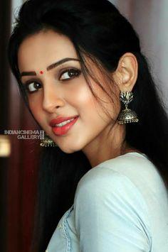 Most Beautiful Indian Actress, Beautiful Girl Indian, Beautiful Actresses, Beauty Full Girl, Cute Beauty, Beauty Women, Beautiful Girl Image, Gorgeous Women, Stylish Girl Pic