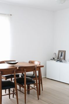 Salle à manger minimalist neutral dining room with walls painted Farrow & Ball Wevet Teak Dining Table, Modern Dining Room Tables, Dining Room Design, Dining Room Furniture, Room Chairs, Dining Set, Furniture Ideas, Retro Dining Chairs, Funky Furniture