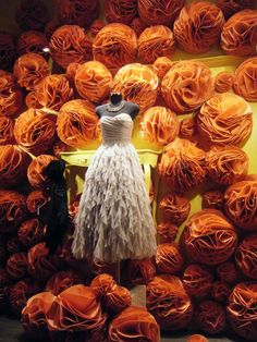 This store front display was all over Paris in September. I love those big felt flowers! Paris In September, October, Store Window Displays, Display Window, Halloween Window Display, Window Art, Window Ideas, Paris Store, French Windows