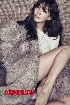 "Kim So Yeon and Kwak Si Yang Show Off Their Couple Look for ""Cosmopolitan""   Koogle TV"