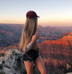 Sometimes I forget how incredible the world is 🌞 checked the Grand Canyon off my bucket list. Aspen Mansfield, Looks Pinterest, Stylish Girl Pic, Cute Beauty, Sexy Outfits, Grand Canyon, The Incredibles, Photoshoot, Long Hair Styles