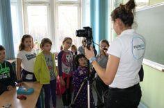 Na przyrodzie TIK? Tak! Okazuje się, że dzięki TIK możemy jeszcze więcej i jeszcze ciekawiej uczyć się, poznawać i przeżywać. W naszej szkole organizowane były przez panią Annę Solską- nauczycielkę przyrody warsztaty filmowe.