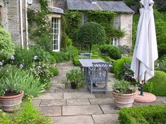 Beautiful Outdoor Spaces - via Frog Hill Designs