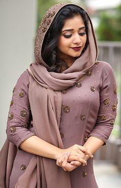 Stylish Gown, Stylish Dresses, Salwar Designs, Blouse Designs, Skirt Fashion, Fashion Outfits, Women's Fashion, Churidar Pattern, Simple Kurta Designs