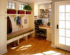 40 Easy Small Mudroom And Entryway Decor Ideas - Page 24 of 44 Mudroom Laundry Room, Laundry Room Design, Kitchen Design, Medium Kitchen, Home Channel, Foyer Decorating, Decorating Ideas, Cottage, Entryway Decor