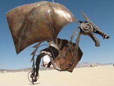dragon recycled sculpture (via Socialphy.com)