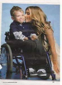 How can you not smile without crying your eyes out! She loves the children! This woman is and will always be my first idol and my only idol! I wished that was me in this pic! OMG! ;)