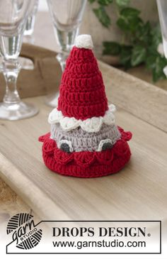 Ravelry: The Santa Bunch pattern by DROPS design Crochet Santa Hat, Crochet Toys, Free Crochet, Drops Design, Christmas Moose, Christmas Crafts, White Xmas, Drops Baby, Valentinstag Party