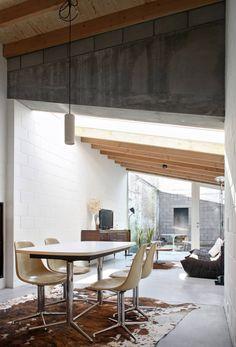 House 12k - Dierendonck Blancke Architecten #lovligianna Questa foto c'è già, ma il volume in cemento mancava. Mi piace un sacco! Tavolo e sedie invece li trovo un po' banali.