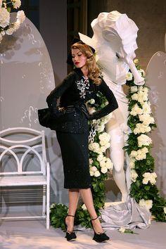 Gisele Bundchen at the Christian Dior Haute Couture FW 2007 fashion show