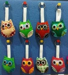 Felt Craft: Owlie Keychain Perfect bday gift for you to make for your friends soon to be drivers!