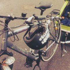 Kärryn irrottelua pyörälenkin päätteeksi.