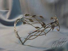 https://www.etsy.com/listing/257633331 #glorfinavaridiadems #elvencrown #hairaccessories #diadem #tiara #crown #cirklet #moodygrams #fashionphotography #tangledinfilm