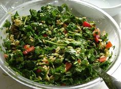 Orzo salad with spinach, lemon & tomato. Orzo Salad, Spinach Salad, Orzo Pasta Recipes, Cherry Tomatoes, Lemon, Vegetables, Food, Essen, Spinach Salads