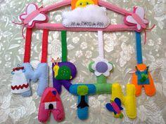 Percha decorada ideal para decorar una zona infantil. Visítanos en facebook y déjanos tu opinión: mi rincón de fieltro-fieltrolandia, gracias !!