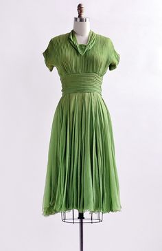 Emerald Eloquence Dress / vintage 1940s dress / 40s green pleat separates 1940s Dresses, Vintage Dresses, Vintage Outfits, Vintage Clothing, Vintage Glamour, Vintage Style, 1940s Style, Women Clothing Stores Online, Dress Form Mannequin